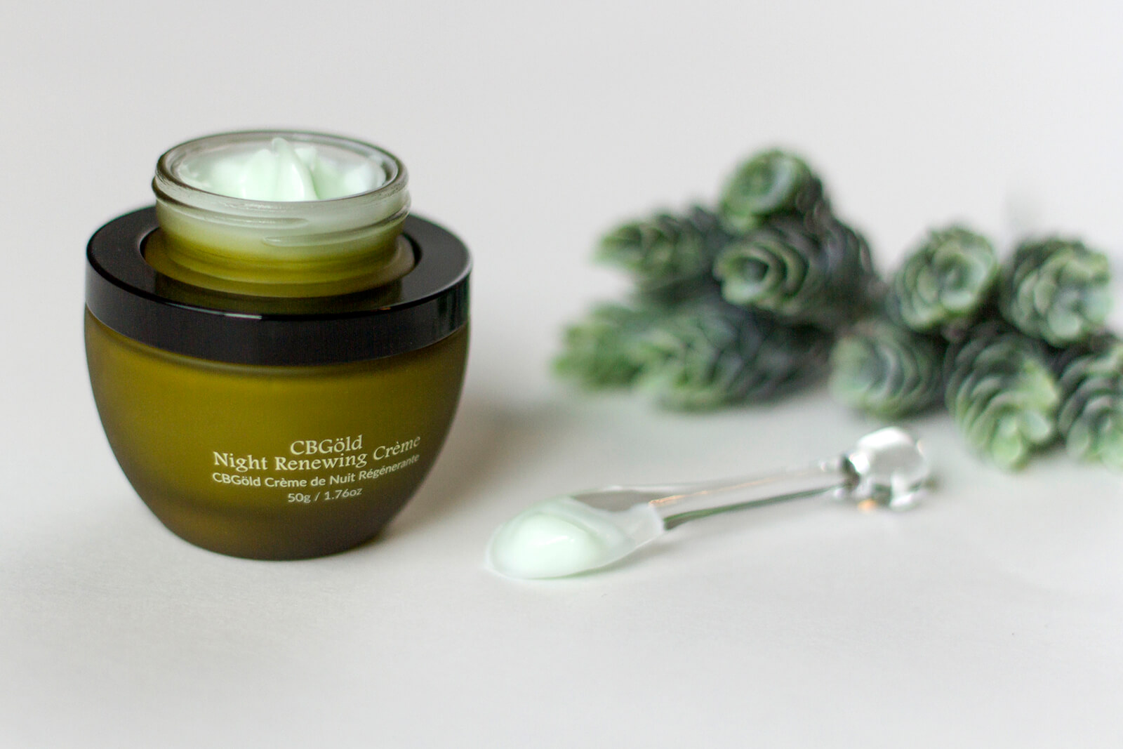 CbGaRDN cream in jar and on applicator