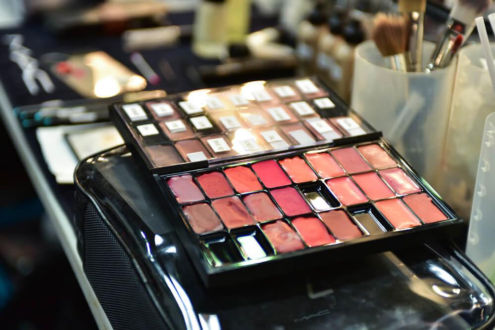 Lip makeup palette